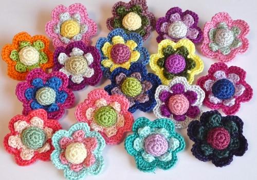 刺繍糸の花ブローチ